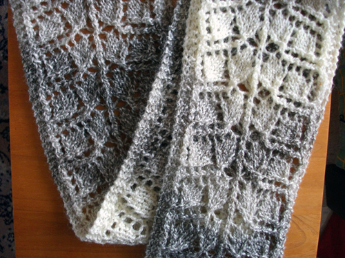 Patroon: Branching Out © Susan Lawrence  http://www.ravelry.com/patterns/library/branching-out