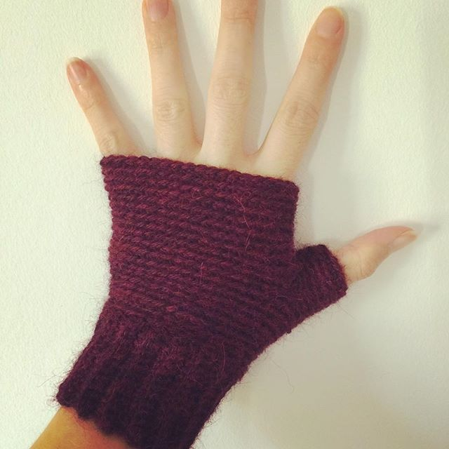 A long commute can have it's advantages. My new gloves are done!