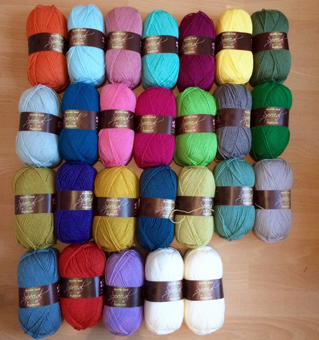 Van links naar rechts: Rij 1: Spice - Sherbet - Pale Rose - Aspen - Boysenberry - Citron - Cypress Rij 2: Duck Egg - Empire - Fondant - Fuchsia Purple - Grass Green - Grey - Kelly Green Rij 3: Lime - Lobelia - Mustard - Petrol - Pistachio - Sage - Silver Rij 4: Storm Blue - Tomato - Wisteria - Cream